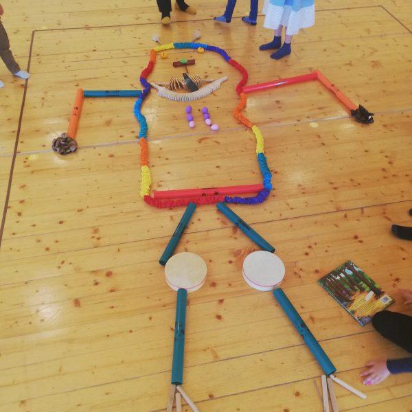 Gruffalo construit de copii din instrumente muzicale